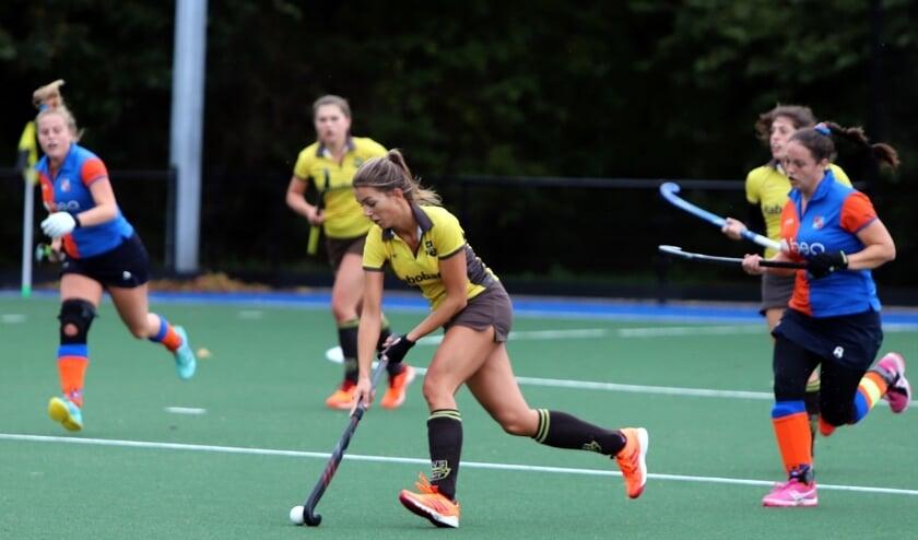 De dames van HV Spijkenisse hadden zondag geen kind aan Hoeksche Waard en wonnen met 7-0.