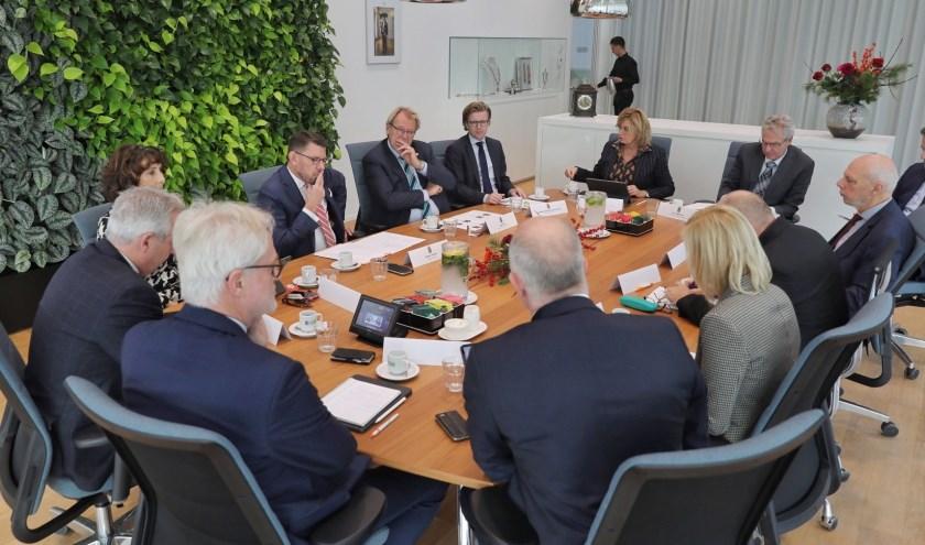 De Commissaris van de Koning van de Provincie Zuid-Holland, Jaap Smit, kwam maandag voor een ambtsbezoek naar het Westland.