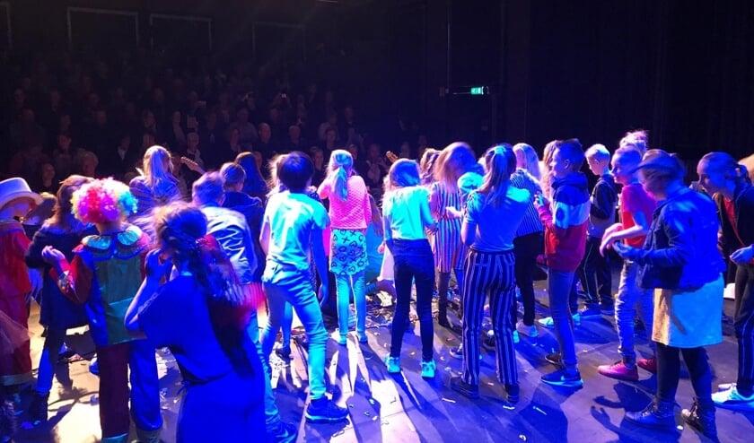 Jonge Hofplein talenten van Goeree-Overflakkee speelden in het Diekhuus hun eindpresentatie Trust your talent.