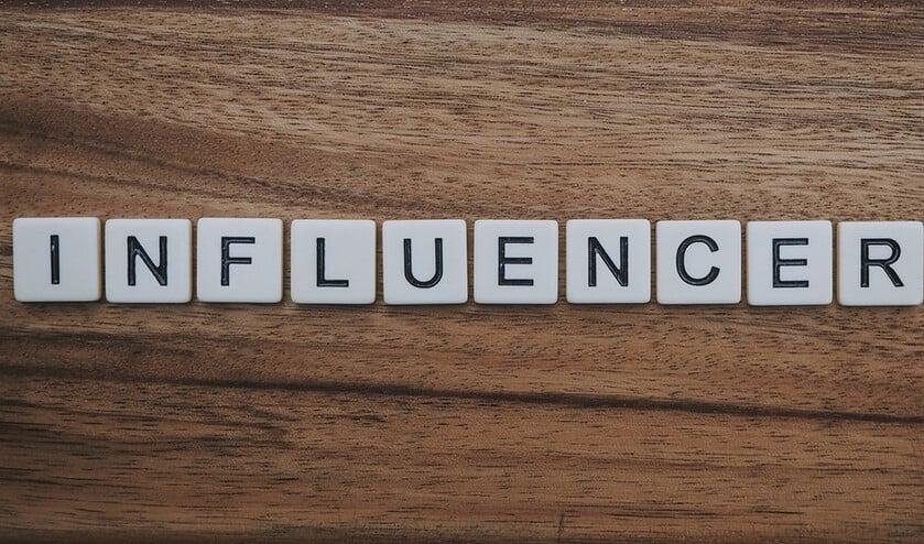 <p>Een influencer is iemand die, bijvoorbeeld via sociale media, invloed uitoefent op een bepaalde doelgroep </p>