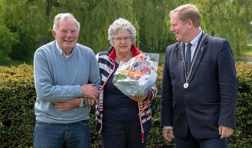 Afgelopen maandag was het echtpaar Van der Bor-Van Reek uit Rockanje 55 jaar getrouwd. (Foto: Jos Uijtdehaage).