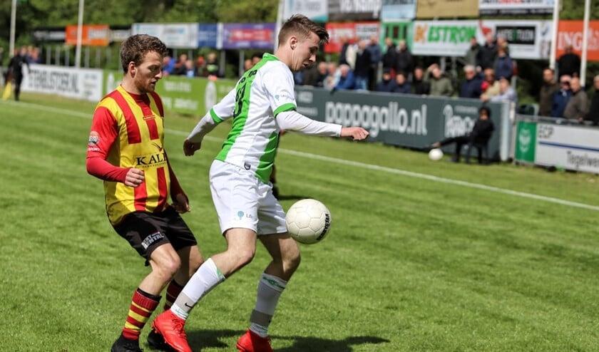 VV Spijkenisse wist zich in de finale van de nacompetitie tegen degradatie te handhaven.