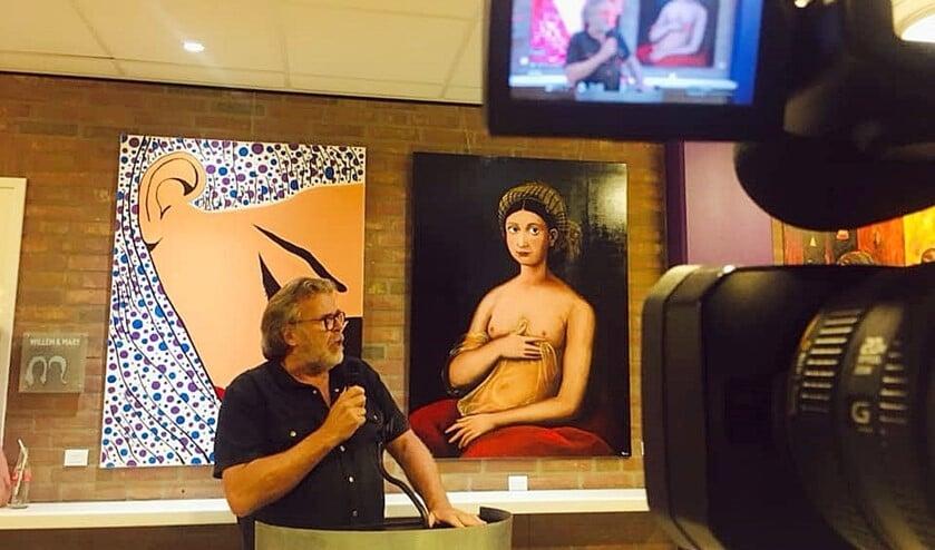 Johan van Konijnenburg bij de opening van zijn jubileumexpositie (Stichting Dogma T. Ilene Harms)