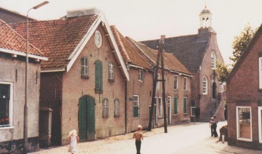 In de jaren 70 van de vorige eeuw stond op de plek van herberg het Rode Hart een pakhuis, inmiddels is deze opslagruimte verbouwd tot woonhuis.