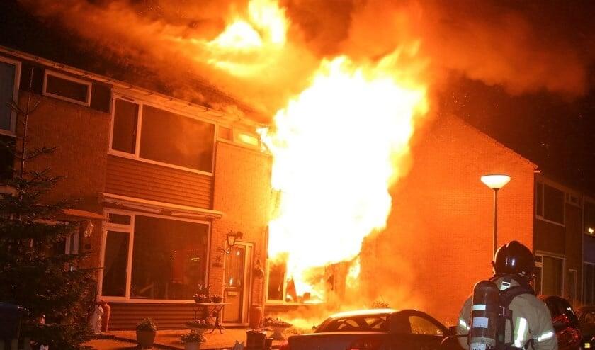 <p>De brand in de Gruttostraat is tot op heden nog niet opgehelderd. Archieffoto: Mark Groothuyzen</p>
