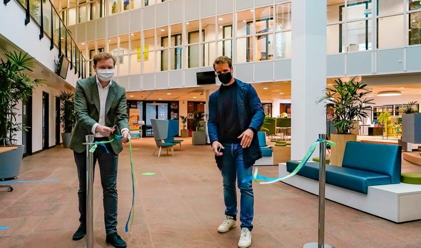 <p>Wethouders Igor Bal en Martijn Hamerslag openden de hal officieel.(Foto: Rene Bakker)&nbsp;</p>