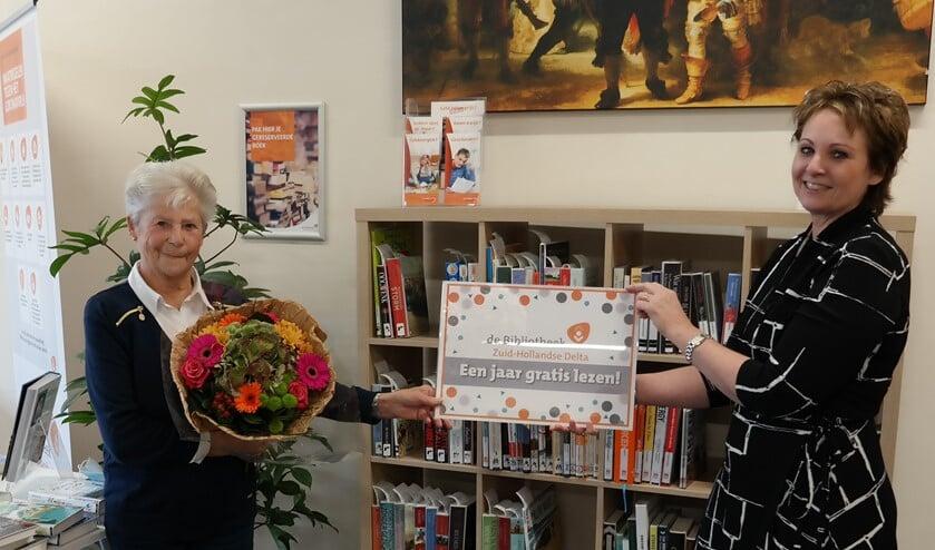 <p>Op dinsdag 20 oktober ontving mevrouw Tuns uit Oude-Tonge haar prijs; een jaar gratis lezen bij Bibliotheek Zuid-Hollandse Delta. </p>