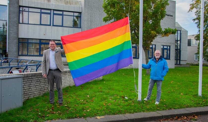 <p>Het is belangrijk om als gemeente te laten zien dat iedereen welkom is op het eiland. Daarom werd dan ook de regenboogvlag gehesen op maandag 12 oktober. &nbsp;Foto: Sam Fish</p>
