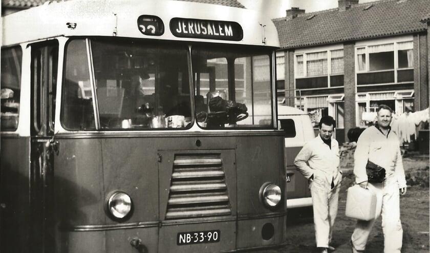 <p>Deze foto laat meer zien dan zo maar een bus</p>