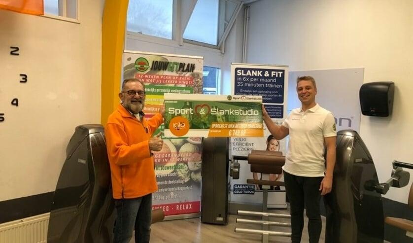 <p>De cheque van €749,08 is overhandigd aan KiKa-ambassadeur Kees Witte door coach Marc van Sport &amp; Slankstudio Middelharni.s</p>