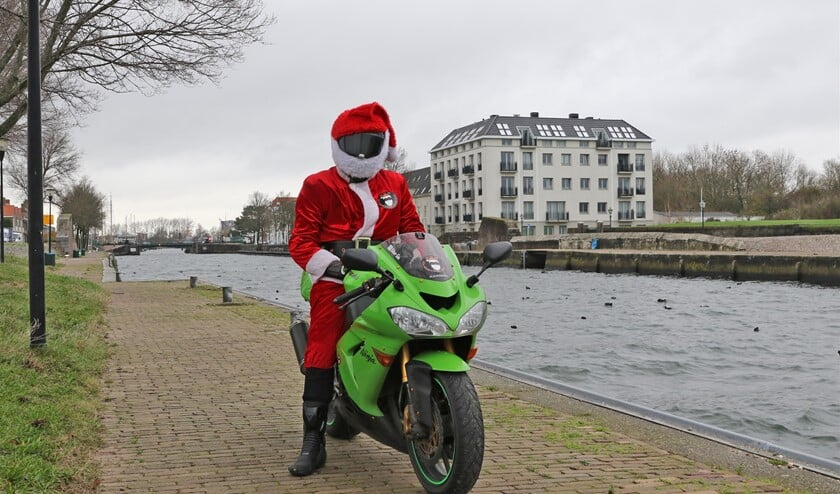 <p>&#39;Kerstman&#39; Giovanni Sudmijer (Foto: Wil van Balen)</p>