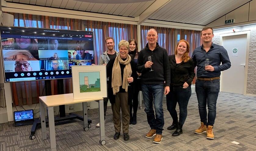 Jeanette de Haan met haar familie en collega's die online aanwezig zijn.