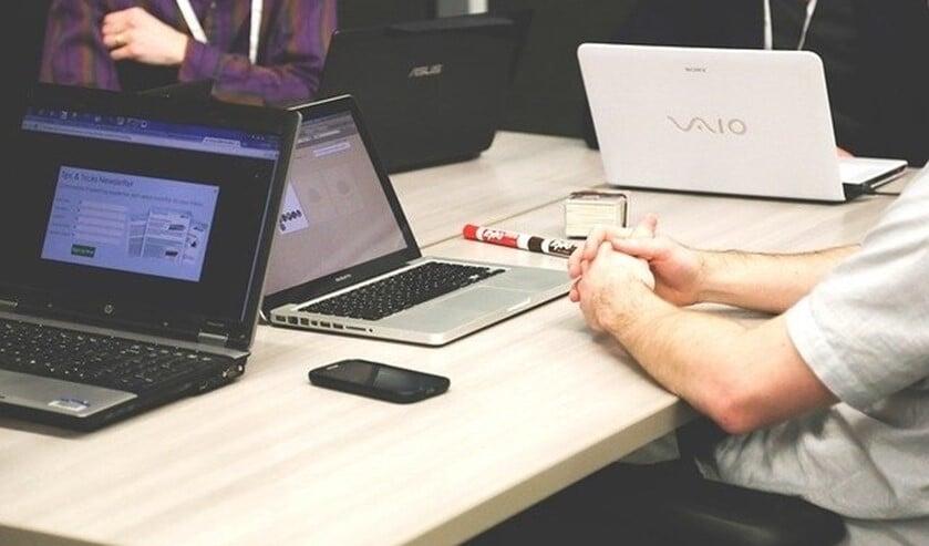 Met 'Rijnmond Werkt Door' verbinden ze werkgevers met elkaar