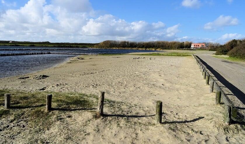 De uitbreiding van het strandje bij Twins wacht nog op nader onderzoek, zo antwoordde wethouder Feller op vragen van de SGP (foto Dorien Kickert)
