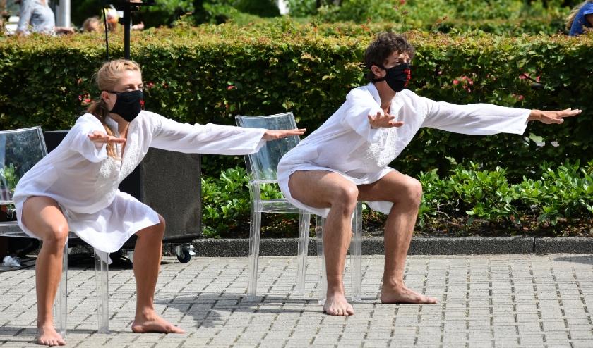 Dutch Don't Dance Division bracht de dans 'Solo's in the Chair', een uitbeelding van het opgesloten zitten in deze tijd en de emoties die daarmee gepaard gaan. Foto: (WB)