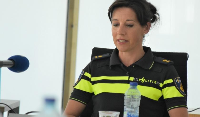 De resultaten van de actiedag werden tijdens een persconferentie in het gemeentehuis in Naaldwijk gedeeld, o.a. door Wendy van de Spijker van de politie. Foto's: (WB)
