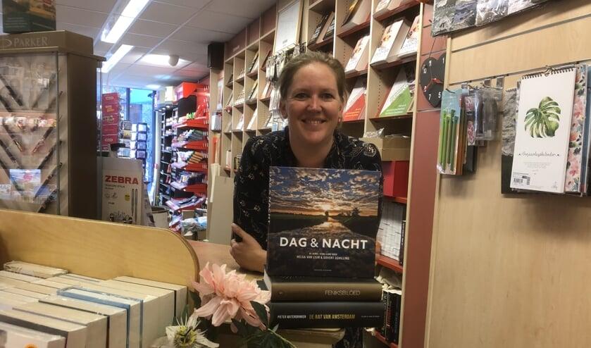 Heleen van Esbroek bespreekt iedere maand een fictie, een non-fictie en een kinderboek.