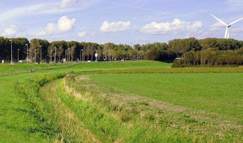 Voorgestelde locatie voor een van de twee turbines op de landbouwgrond ten oosten van de N57
