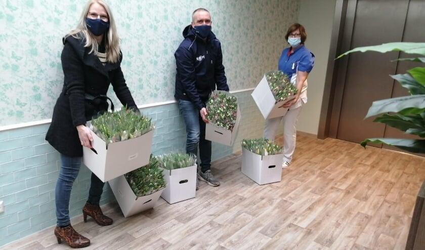 <p>Tulpen voor de bewoners en medewerkers van het Prinsenkwartier in Brielle </p>