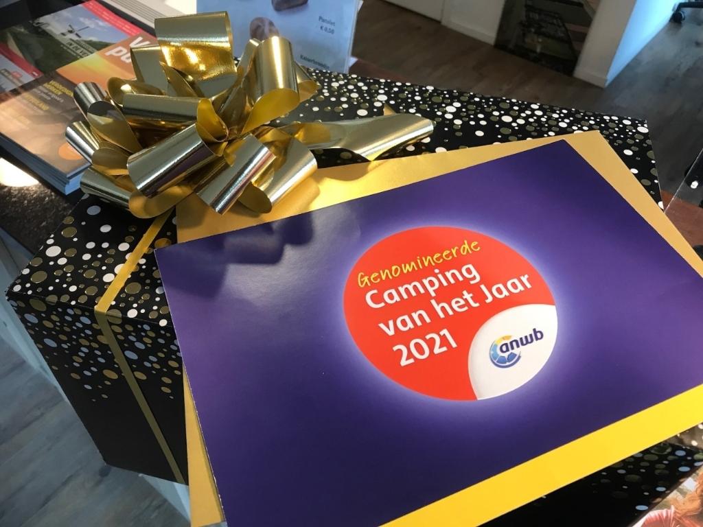 <p>De gouden enveloppe met de nominatie</p>  © GrootHellevoet.nl
