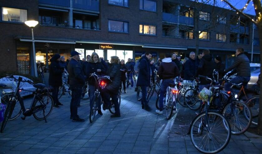 <p>Om te protesteren tegen de komst van een tweede migrantenhotel togen in de zomer van 2019 ruim 150 Maasdijkers op de fiets naar het gemeentehuis in Naaldwijk. Archieffoto: (WB)</p>