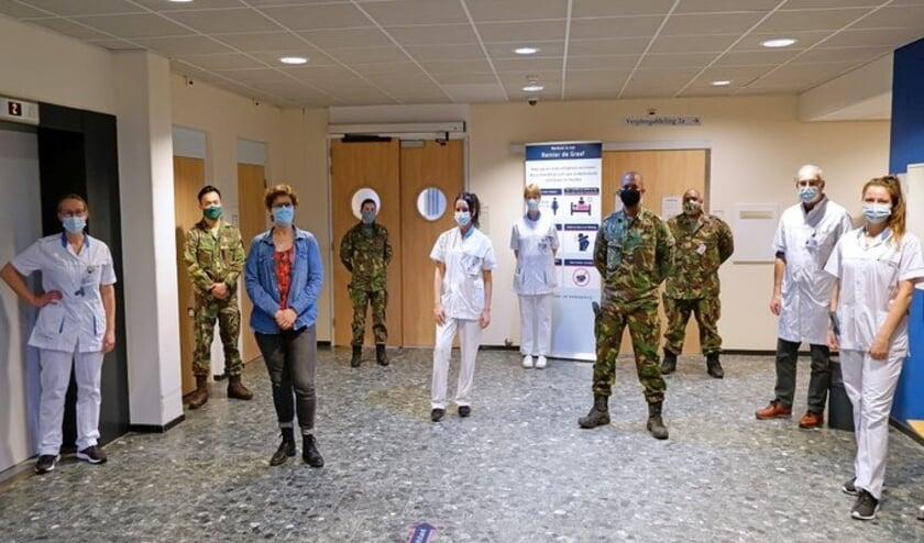 <p>Vier militaire zorgverleners springen bij op de tijdelijke non-covid-verpleegafdeling in Voorburg. Foto: (PR)</p>