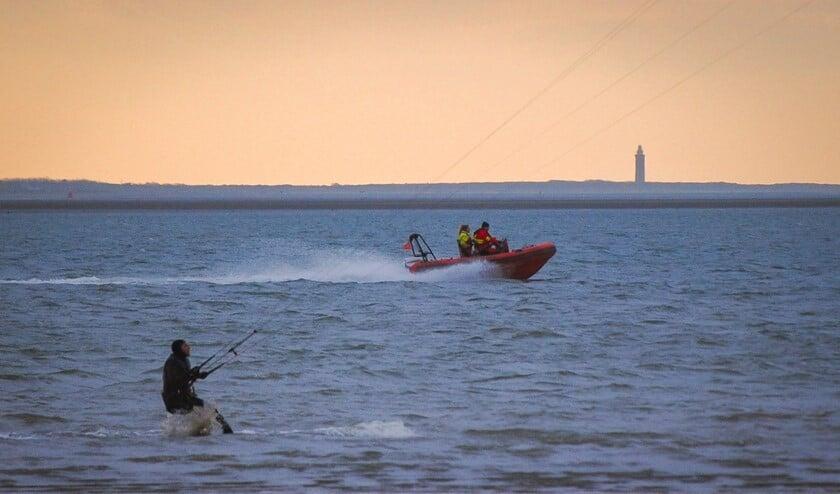 <p>Reddingsbrigade Rockanje onderweg naar kitesurfers in problemen (Archieffoto: Nicole Rombouts) </p>