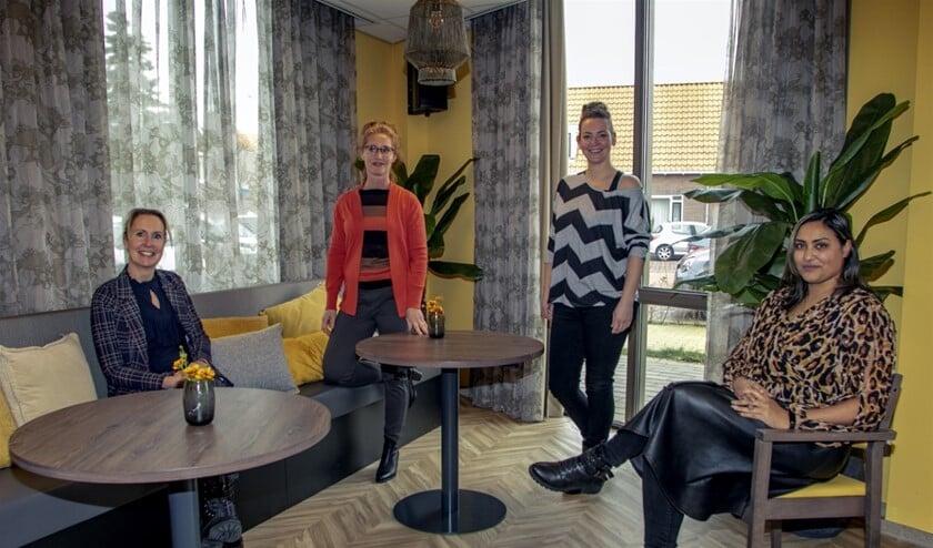 <p>Vlnr: Jolanda Wielemaker, Annette van Ravens, Marije Scova Righini en Geeta Khelawan&nbsp; (Foto: Wil van Balen)</p>