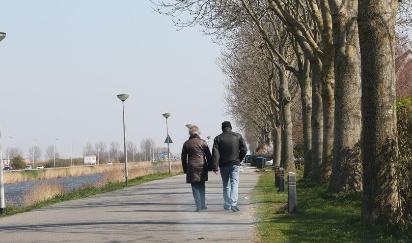 <p>Aan welke kant van de weg moet je eigenlijk lopen?&nbsp;</p>