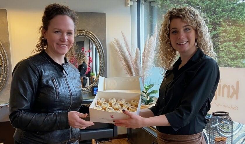 <p>Westlandse kappers werden woensdag getrakteerd op cupcakes van Bakkerij Van Malkenhorst. Foto: (PR)</p>