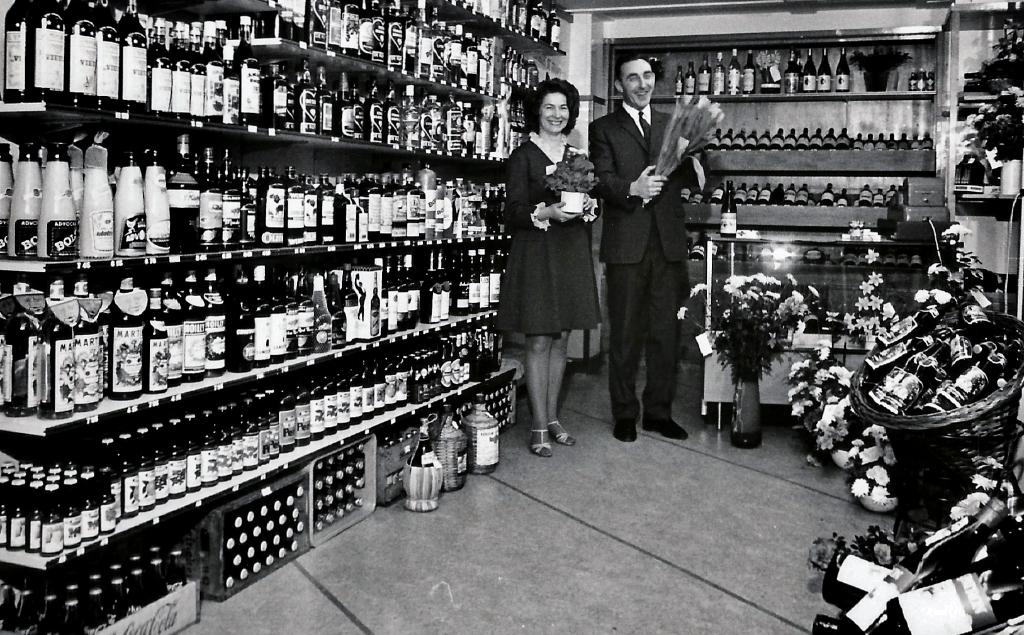 Maup en Willy Philipse Hokke bij de opening van hun winkel in Rockanje archief Jan Bazen © BrielsNieuwsland.nl