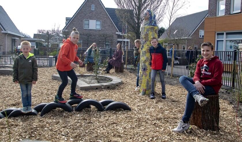 <p>De kinderen uit de buurt kunnen veilig ravotten in hun eigen omgeving.&nbsp;</p>