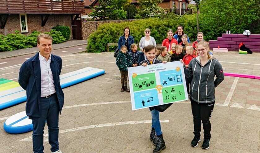 <p>Wethouder Martijn Hamerslag reikte de prijzen uit (Foto: Foto-ok.nl)</p>