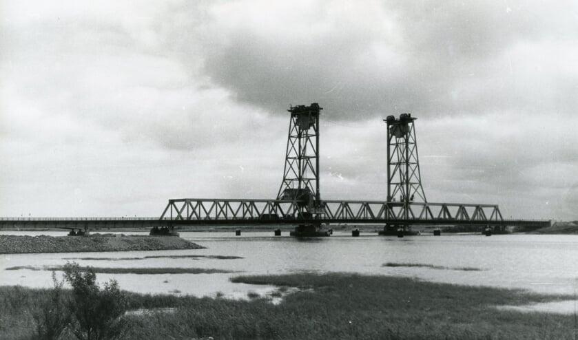 <p>In 1955 vormde de Botlekbrug de verbinding met het havengebied.</p>