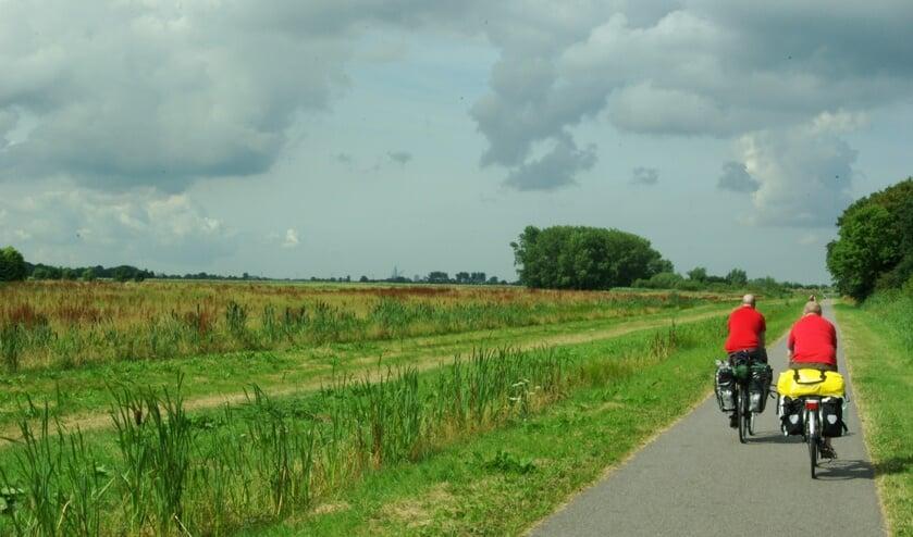 In het gebied rond de A4 wordt dagelijks volop gerecreëerd. De weg wordt pas zichtbaar als je via één van de viaducten overheen loopt of fietst. (foto: Jesper Neeleman)