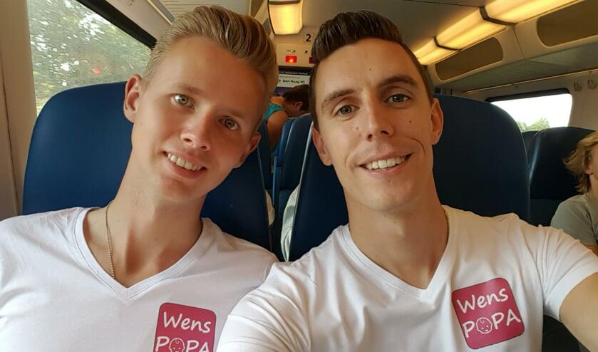 Het Delftse homostel Lody en Dennis staat morgenavond centraal tijdens de documentaire 'Het zaad en de 11 eitjes'.