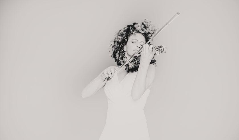 Voor Lisa Ferschtman is muziek misschien wel de mooiste manier om uiting te geven aan liefde. (Foto: Marco Borggreve)