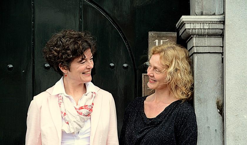 Rouwtherapeuten Anne Remijn en Pauline Stadhouders begeleiden de groep.