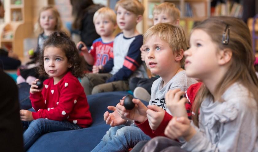 Als kinderen worden voorgelezen, zijn ze een en al oor