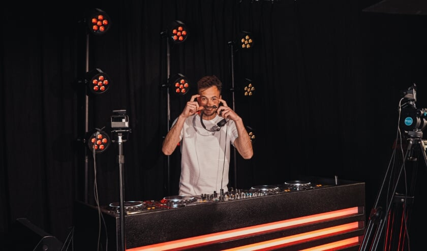 "<p><span class=""Bodyitalic"" cstyle=""Body-italic"" style=""font: italic 12px Verdana; color: rgb(0, 0, 0);"">DJ Layon Nais komt 7 november met een livestream om de evenementenbranche te steunen</span></p>"