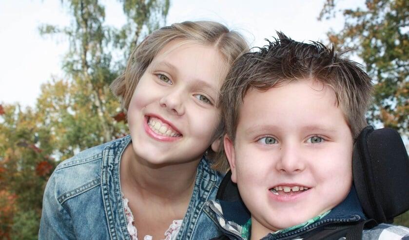 <p>Esm&eacute;e (9) en haar broertje Quinten (7) die een stofwisselingsziekte heeft.<br>(foto: Stofwisselingsziekten.nl)</p>