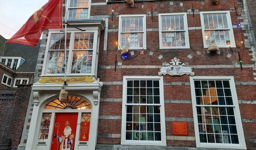 <p>Het pakjeskasteel op de Oude Delft</p>