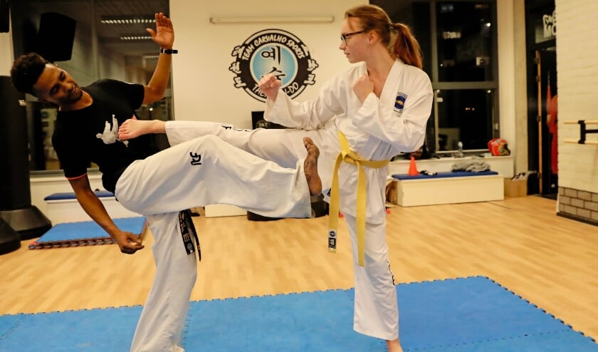 <p>Trainer Euclides is een echte inspiratiebron voor Norah (Foto: Koos Bommel&eacute;)</p>