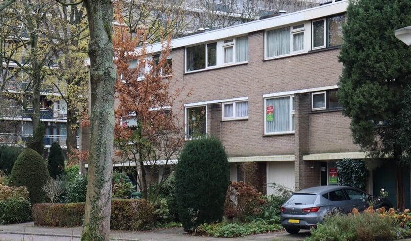 <p>In de A.M. de Jonglaan hebben bewoners zich verenigd in de actiegroep &#39;Red de Buurt&#39; (Foto: Demi van der Weele)</p>