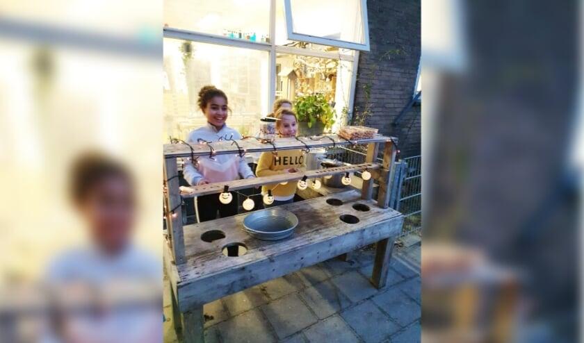 Kinderen van Marie in de Bocht halen geld op voor kinderen van de voedselbank met warme zelfgemaakte soep