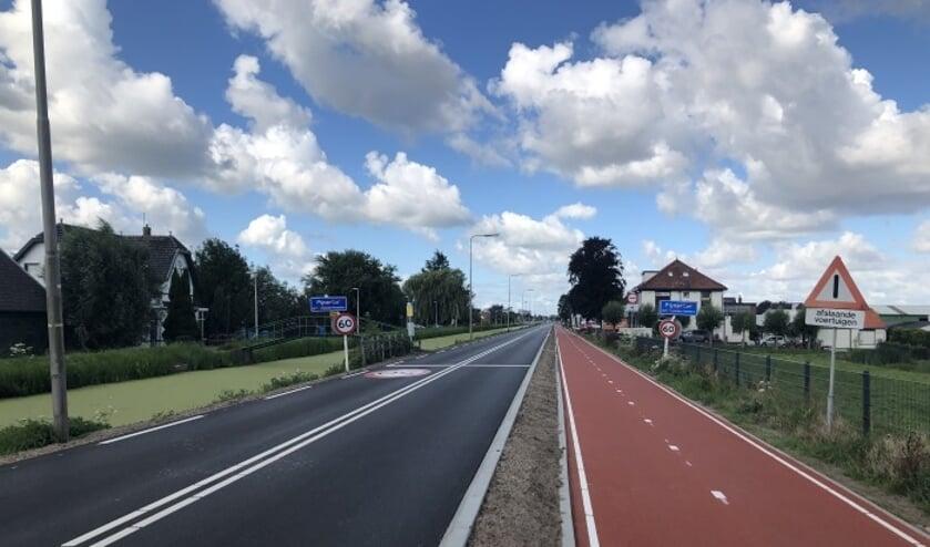 De weg is niet breed genoeg voor grote vrachtwagens en bussen