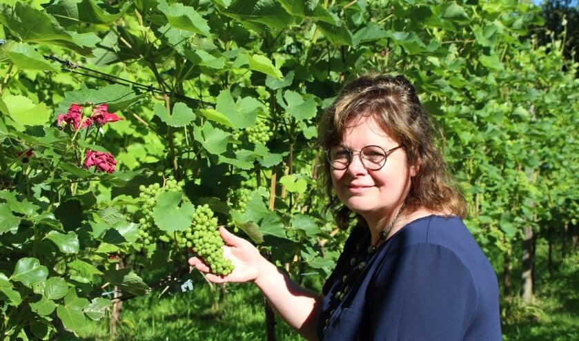 Ontspannen is belangrijk als je burn-out wilt voorkomen. Mirjam is graag in haar wijngaard. (Foto: EvE)