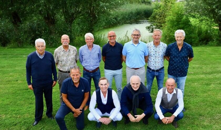 Staand v.l.n.r.: Guus Haak, Ton van der Krogt, Han de Visser, Wim van Zinnen, Hans de Ruyter, Wim van der Enden en Sjef de Poorter. Zittend: Hans Suiker, Leo Rontberg, Frans van Straaten en Bram Rontberg. Op de foto ontbreken o.a. Harry Dame, Rob Eckhard en niet te vergeten de veel te vroeg overleden Pierre van Zinnen. Ook zij hebben bijgedragen aan de successen. (Foto: Koos Bommelé)