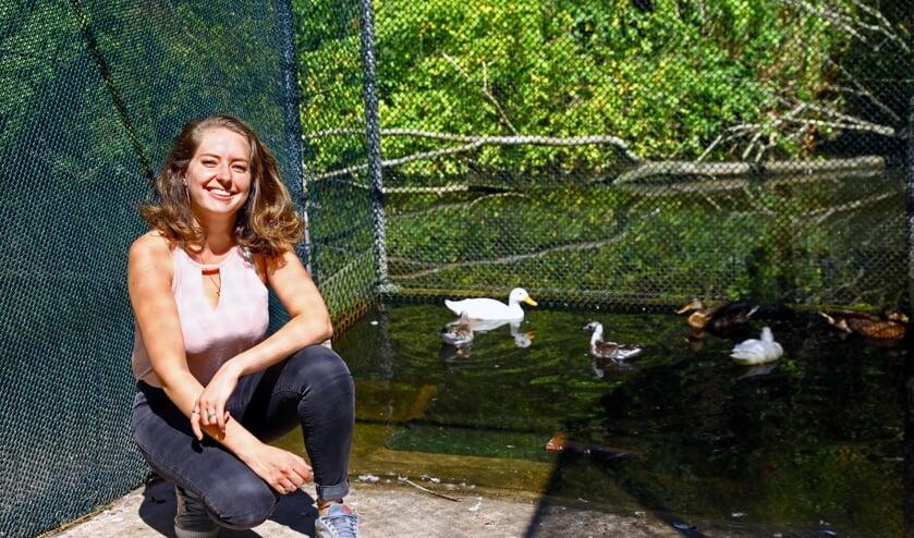 Arina heeft een hart voor dieren (Foto: Koos Bommelé)