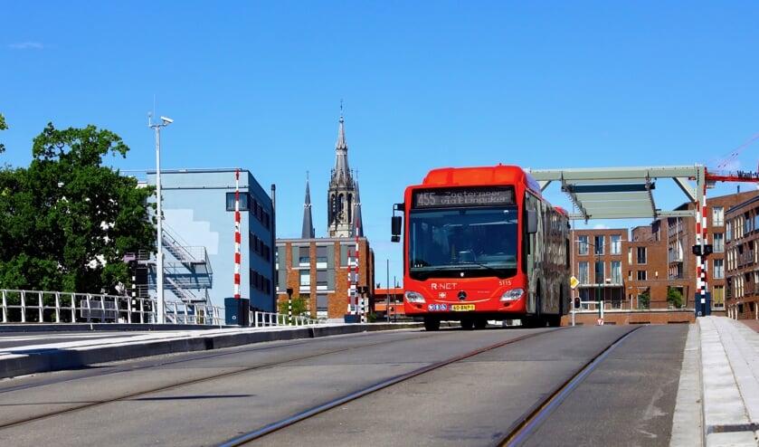 Bussen rijden inmiddels weer over de Sint Sebastiaansbrug, maar de tram voorlopig nog niet (Foto: Koos Bommelé)